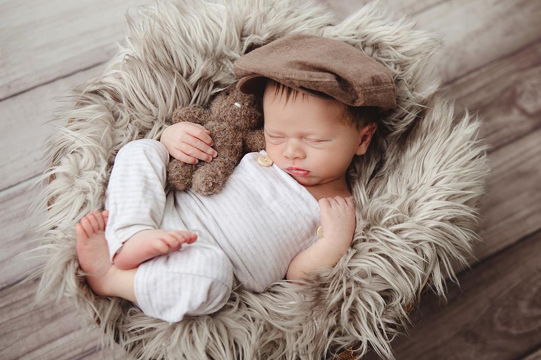 Adam-Newborn-039-sm