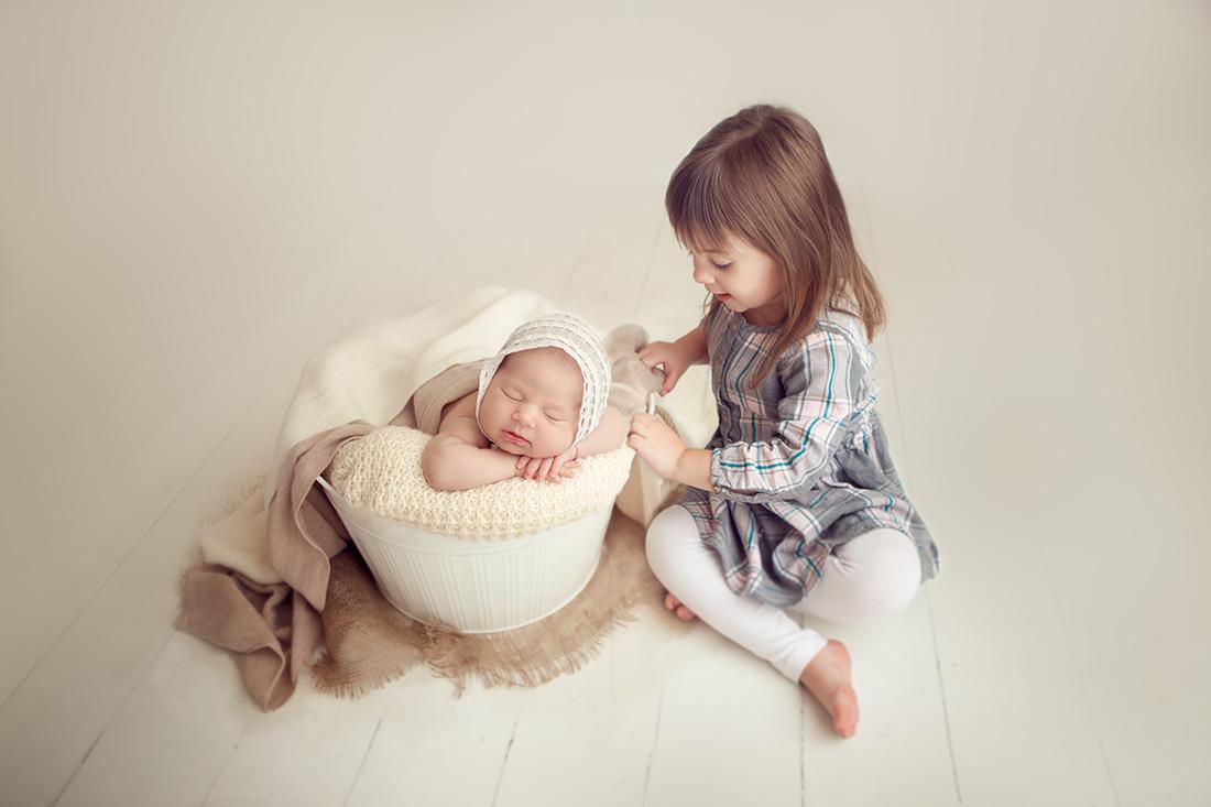 Dani-Newborn-019-sm